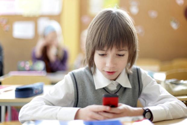 Детям могут разрешить регистрировать симкарты на себя