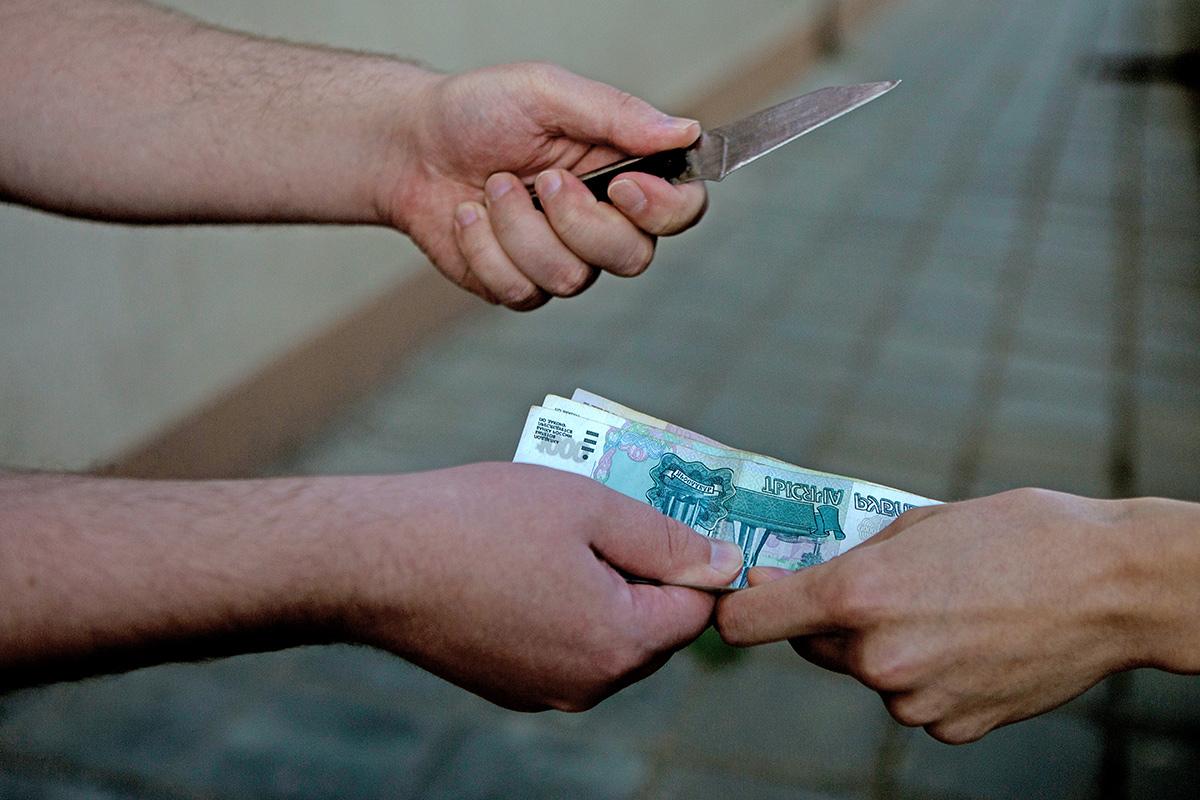 Имеют ли право коллекторы звонить знакомым должника